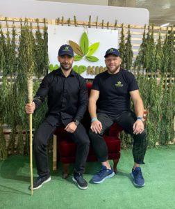 Marcin Tybura i założyciel Hempking - Damian podczas kanabafest